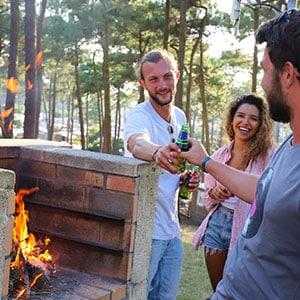 Agence Photo : Barbecue Camping Tourisme - Photos avec Figurants