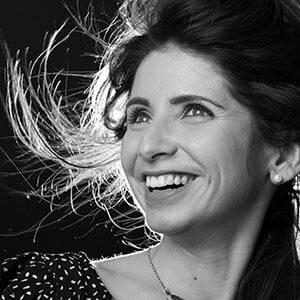 Portrait du Sourire d'une Femme en Studio