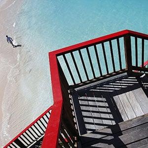 Agence Photo : Hotel Saint-Barth - rembarde rouge de l'hôtel