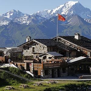 Photo du restaurant des Arcs avec le Mont-Blanc derrière