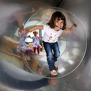 Photo de Tourisme d'une Fille aux jeux d'enfants