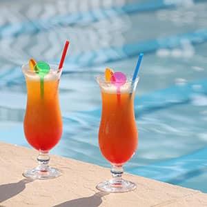 Image d'Illustration de Cocktails à la Piscine