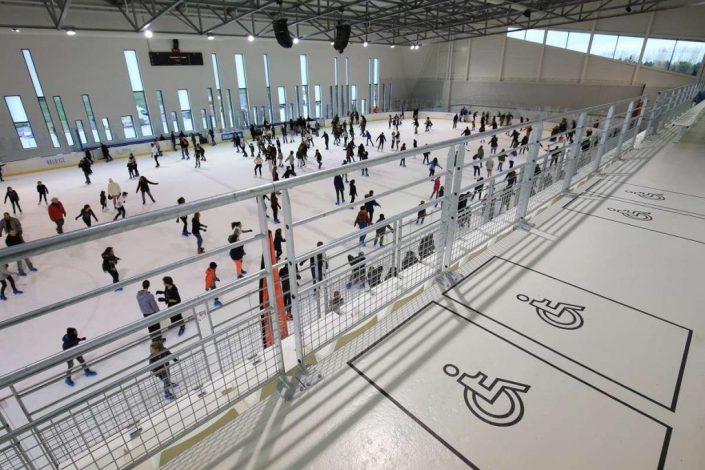 La patinoire pour le public de l'Aren Ice