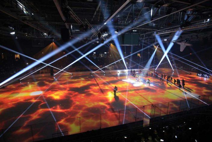 La patinoire éclairée de feu