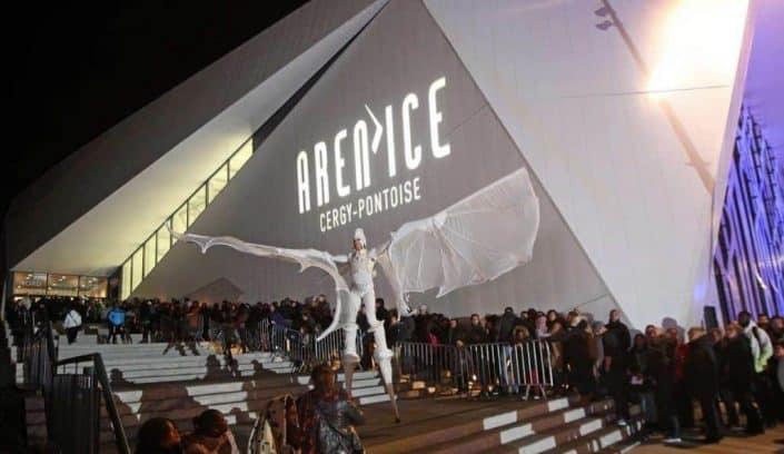 Spectacle devant l'entrée de la patinoire à Cergy Pontoise