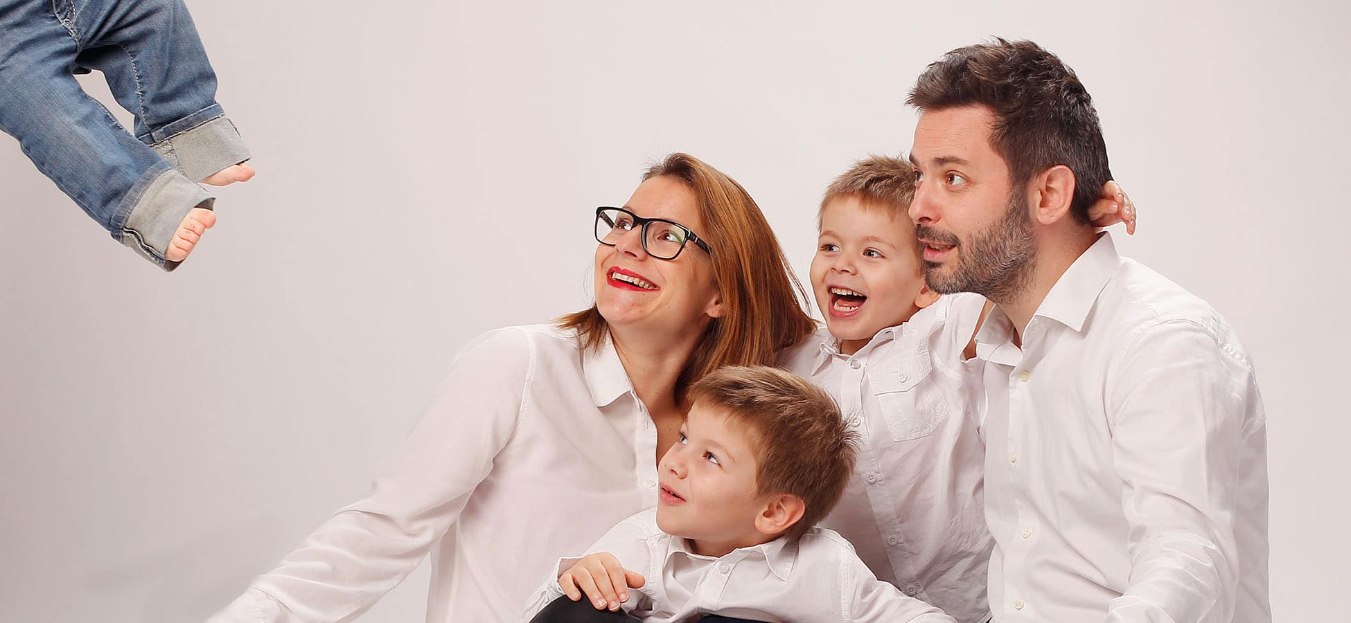 Exemple de Photo en famille réalisée lors d'un shooting en studio par l'Agence Urope à Grenoble